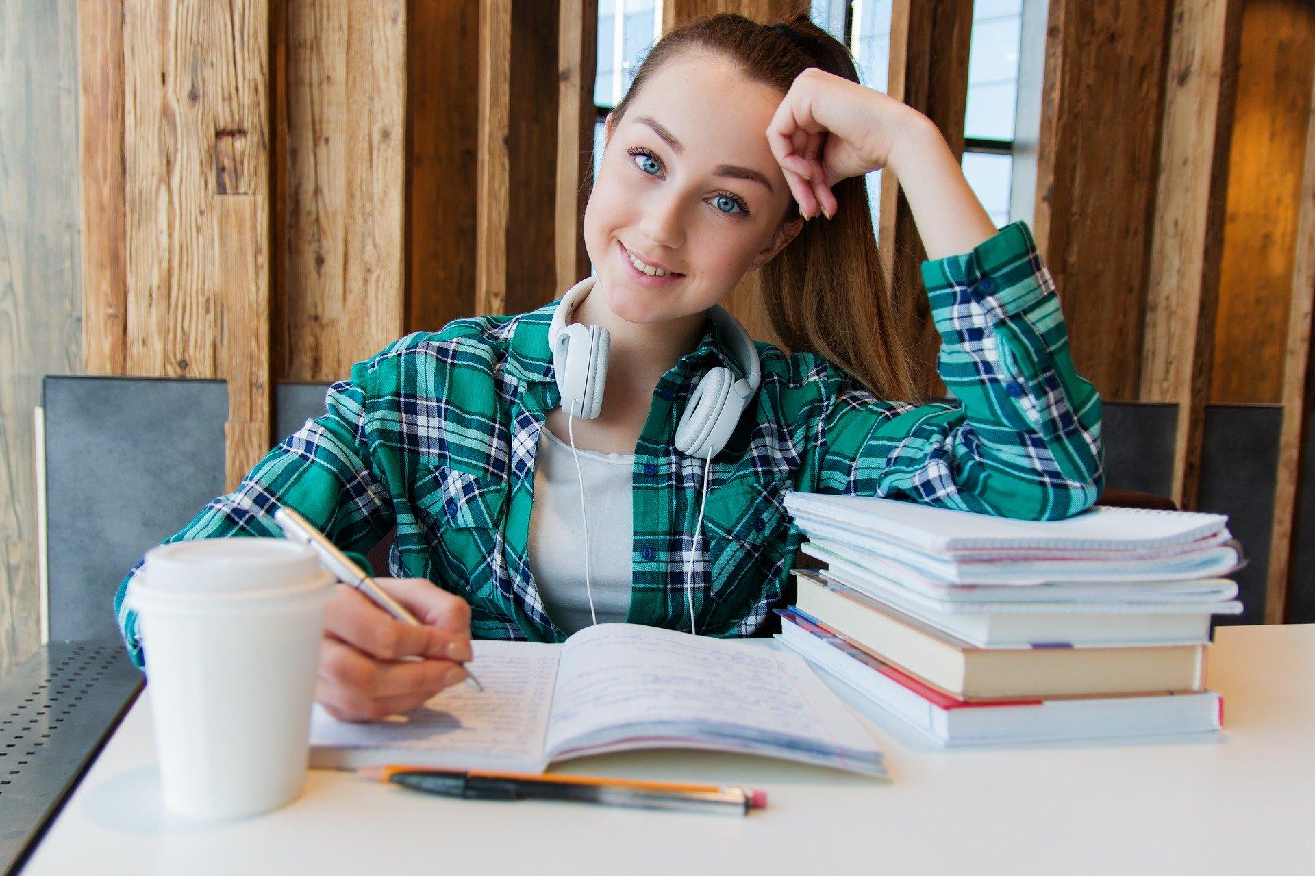 jente som studerer
